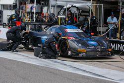 #10 Wayne Taylor Racing Corvette DP: Ricky Taylor, Jordan Taylor, pitactie