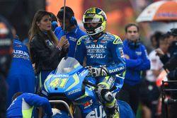 Aleix Espargaro, Team Suzuki MotoGP with a lovely grid girl