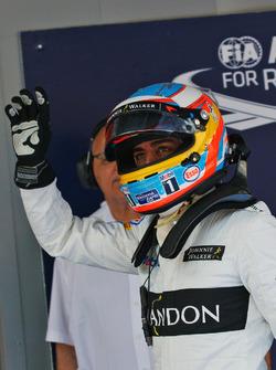 Fernando Alonso, McLaren, dans le parc fermé des qualifications