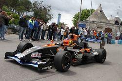 Самюэле Кассибба за рулем автомобиля Формулы Master