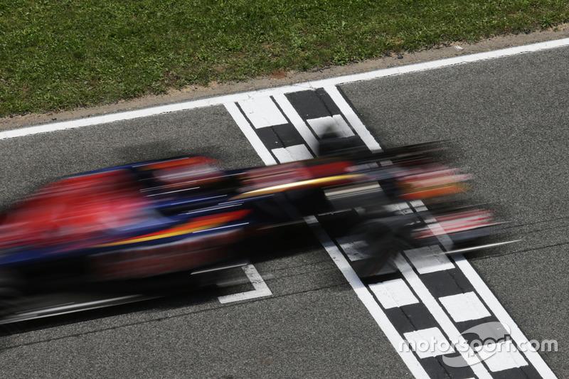 Утешением для Даниила стало лучшее время круга. До сих пор быстрейший круг, показанный в Испании-2016, остается для пилота единственным в Формуле 1