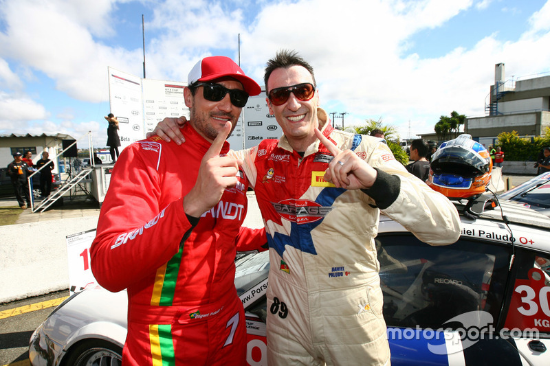 Miguel e Daniel Paludo celebram em Curitiba
