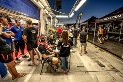 Atmosphere in pitlane during autograph session