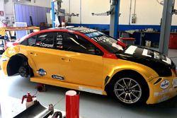 El auto WTCC de Tom Coronel, ROAL Motorsport, recibe su diseño de color