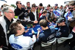 #67 Ford Chip Ganassi Racing Team UK Ford GT: Marino Franchitti, Andy Priaulx, Harry Tincknell sign autographs for the fans