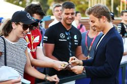 Nico Rosberg, Mercedes AMG F1 Team signs autographs for the fans