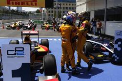 Race winner Antonio Giovinazzi, PREMA Racing, is congratulated by Mitch Evans, Pertamina Campos Raci