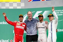 Podium : Sebastian Vettel, Ferrari, second; Lewis Hamilton, Mercedes AMG F1, vainqueur; Valtteri Bottas, Williams, troisième