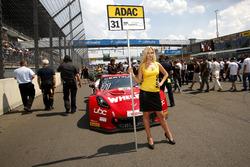 Gridgirl von #31 Callaway Competition, Corvette C7 GT3: Loris Hezemans, Boris Said