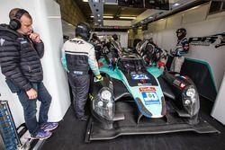 Oilvier Panis supervise les opérations #23 Panis Barthez Competition Ligier JS P2 Nissan: Fabien Barthez, Timothé Buret, Paul-Loup Chatin