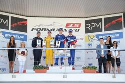 المنصة: الفائز بالسباق إيغور أورودزيف، أردين انترناشيونال، المركز الثاني لويس ديليتراز، فورتيك موتور