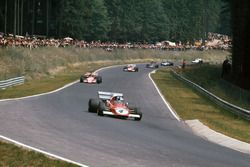 Jacky Ickx, Ferrari 312B2, leads Ronnie Peterson, March 721G Ford; Clay Regazzoni, Ferrari 312B2; Em