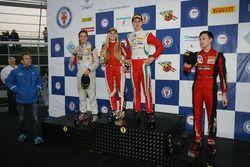 Podio Rookie Gara 3: il vincitore Juri Vips, Prema Powerteam, il secondo classificato Ian Rodriguez