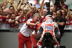 Racewinnaar Andrea Dovizioso, Ducati Team, Paolo Ciabatti, Ducati Corse Sporting Director