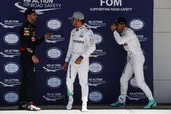 Daniel Ricciardo, Red Bull Racing met Lewis Hamilton, Mercedes AMG F1 en Nico Rosberg, Mercedes AMG