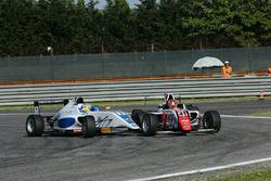 Choque de Raul Guzmán Marchina, DR Formula y Simone Cunati, Vincenzo Sospiri Racing