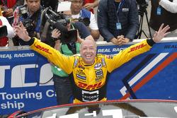 Podio: li vincitore Tom Coronel, Roal Motorsport, Chevrolet RML Cruze TC1