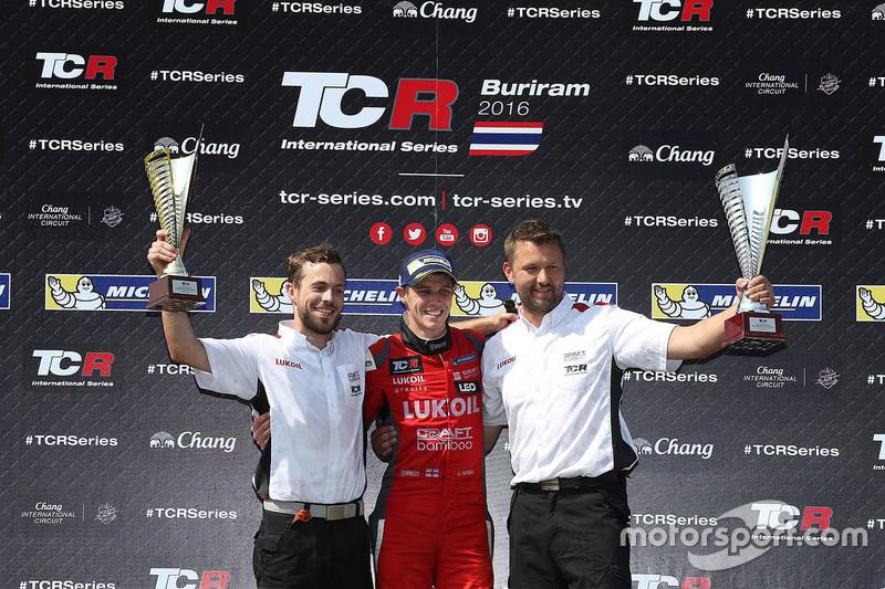Podio: il vincitore James Nash, Team Craft-Bamboo, SEAT León TCR