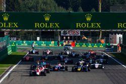 Départ : Charles Leclerc, ART Grand Prix en tête de la course
