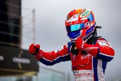 Le vainqueur Antonio Fuoco, Status Grand Prix dans le parc fermé