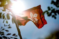 Aspectos de la pista y una bandera de Hong Kong flag