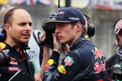 Max Verstappen, Red Bull Racing con Gianpiero Lambiase, Red Bull Racing ingeniero en la parrilla