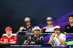 Die FIA Pressekonferenz (Von hinten (L n. R)): Carlos Sainz Jr., Scuderia Toro Rosso; Pascal Wehrlei