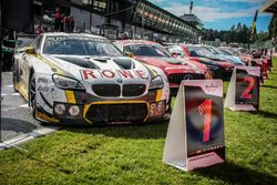 #99 Rowe Racing, BMW M6 GT3: Maxime Martin, Philipp Eng, Alexander Sims in parc ferme