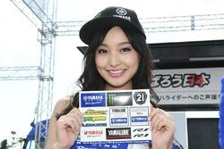 Una chica de Yamaha