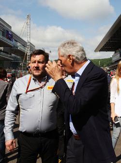 Paul Hembery, Directeur de la Compétition de Pirelli avec Marco Tronchetti Provera, Président de Pirelli sur la grille