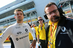 Jolyon Palmer, Renault Sport F1 Team on the grid with Julien Simon-Chautemps, Renault Sport F1 Team