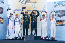Podio: ganadores de la carrera Robert Alon, Tom Kimber-Smith, PR1 Mathiasen Motorsports, segundo lug