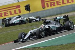 Lewis Hamilton, Mercedes AMG F1 Team W07 y Nico Rosberg, Mercedes AMG F1 Team W07