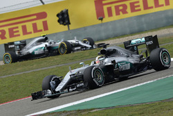 Lewis Hamilton, Mercedes AMG F1 Team W07 et Nico Rosberg, Mercedes AMG F1 Team W07
