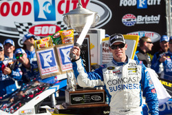 Carl Edwards, Joe Gibbs Racing Toyota, vainqueur