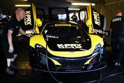 #9 K-Pax Racing McLaren 650S GT3: Альваро Паренте