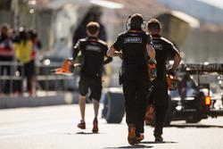 Des mécaniciens Sahara Force India F1 Team dans les stands