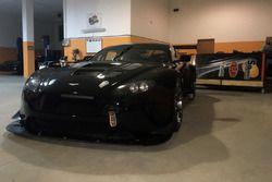 La Aston Martin V8 Vantage della Solaris Motorsport