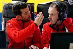 Хосе-Мария Лопес, Citroën World Touring Car team общается с инженером