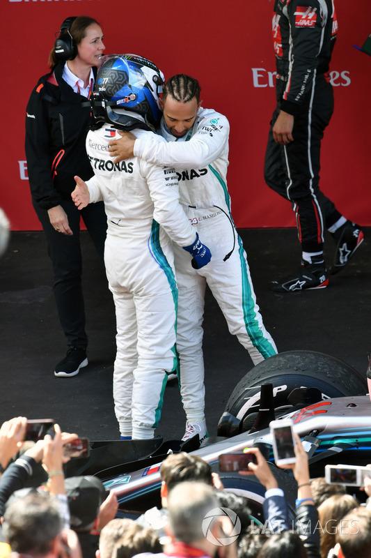 Hamilton tarolt a Mercedesszel Barcelonában - F1 2018