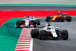 Lance Stroll, Williams FW41, Sergio Perez, Force India VJM11 en Stoffel Vandoorne, McLaren MCL33