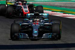 Lewis Hamilton, Mercedes AMG F1 W09, leads Kevin Magnussen, Haas F1 Team VF-18