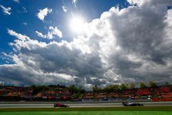 Sergey Sirotkin, Williams FW41, Daniel Ricciardo, Red Bull Racing RB14