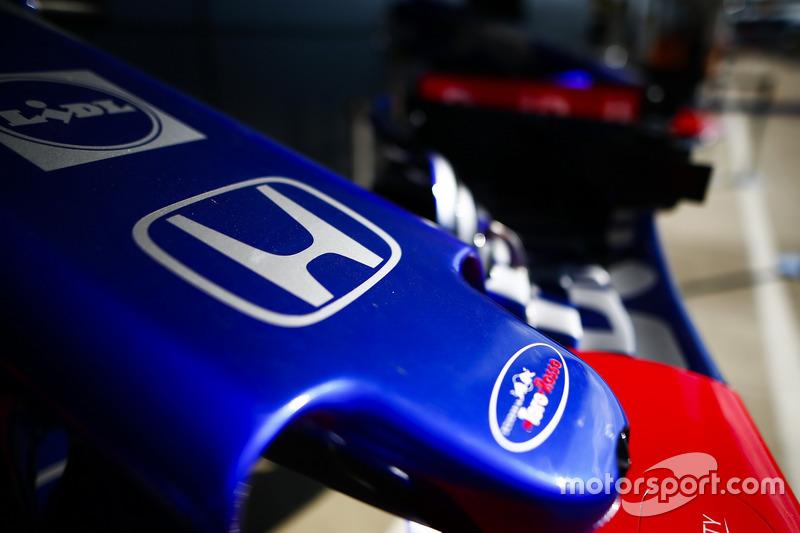 Logo Honda sul naso di una Toro Rosso STR13