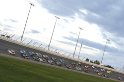 Chase Elliott, Hendrick Motorsports, Chevrolet Camaro Hooters Alex Bowman, Hendrick Motorsports, Chevrolet Camaro Axalta