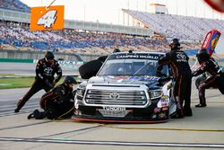 Todd Gilliland, Kyle Busch Motorsports, Toyota Tundra Mobil 1 pit stop