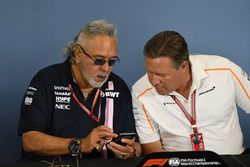 Il Dr. Vijay Mallya, proprietario del team Force India Formula One e Zak Brown, CEO McLaren Racing, nella conferenza stampa