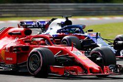 Antonio Giovinazzi, Ferrari SF71H, leads Brendon Hartley, Toro Rosso STR13