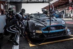 Pit stop, #62 R-Motorsport Aston Martin V12 Vantage: Dominik Baumann, Maxime Martin, Martin Kirchhöfer