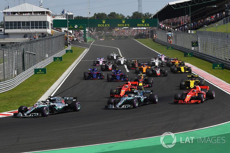 Lewis Hamilton lidera en la salida